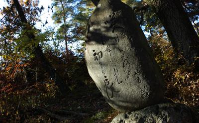 芳谷の句碑