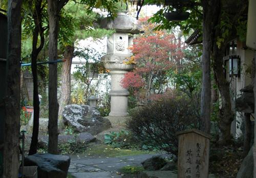清泉亭の春日灯籠